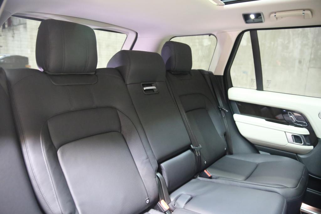 Range Rover Estate - 2.0 P400e Vogue 4dr Auto